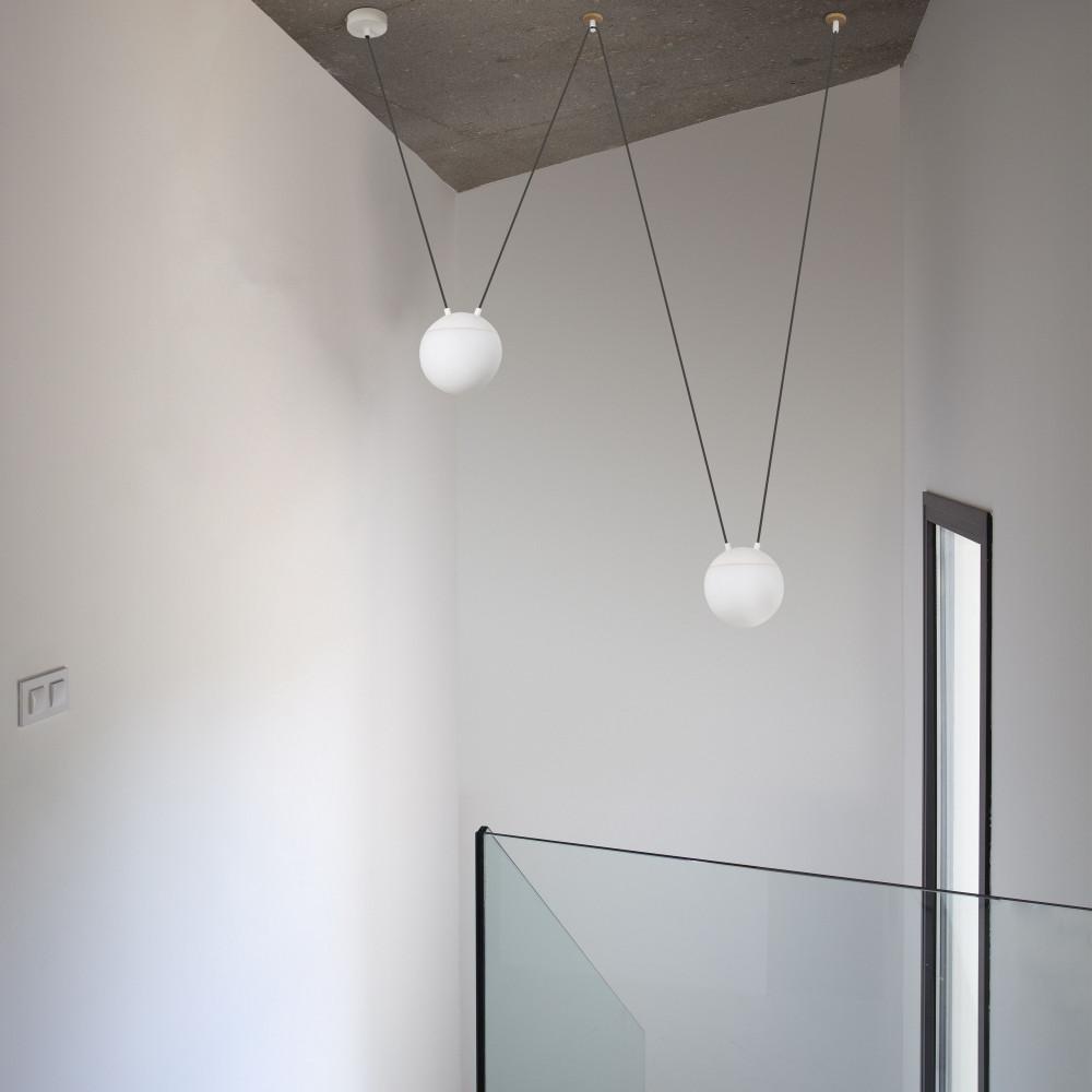 suspension d port e design 3 boules blanches lampe avenue. Black Bedroom Furniture Sets. Home Design Ideas