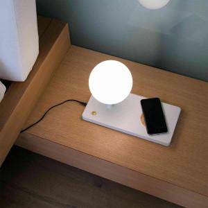 Lampe avec chargeur de portable par induction