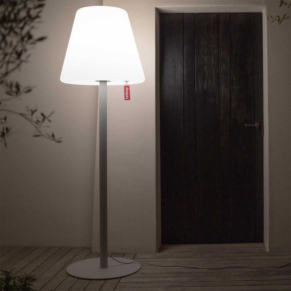 Grande lampadaire extérieure grise