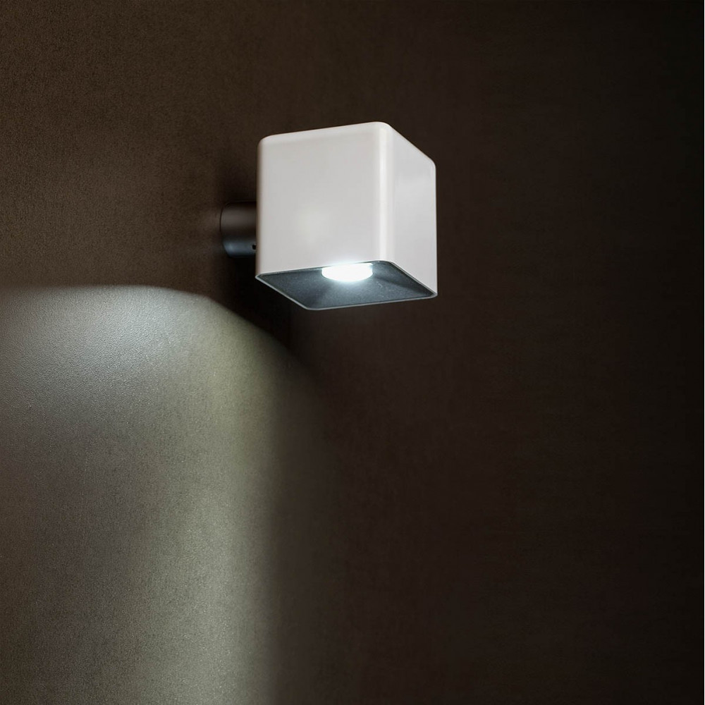 Luminaire ext rieur mural led cube blanc design lampe avenue for Eclairage mural exterieur