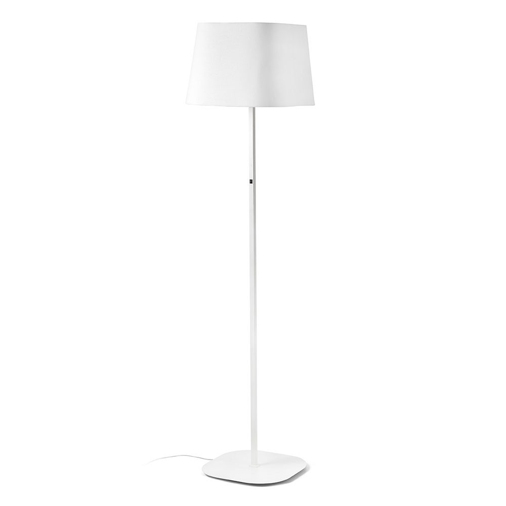 lampadaire blanc au design pur un luminaire faro sur. Black Bedroom Furniture Sets. Home Design Ideas
