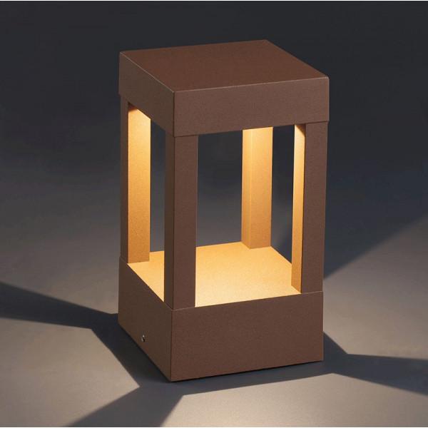Borne design d ext rieur couleur marron rouille en for Borne eclairage exterieur