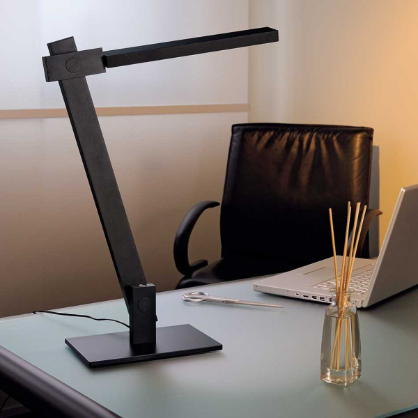 lampe bureau noire modulable et design luminaire led. Black Bedroom Furniture Sets. Home Design Ideas