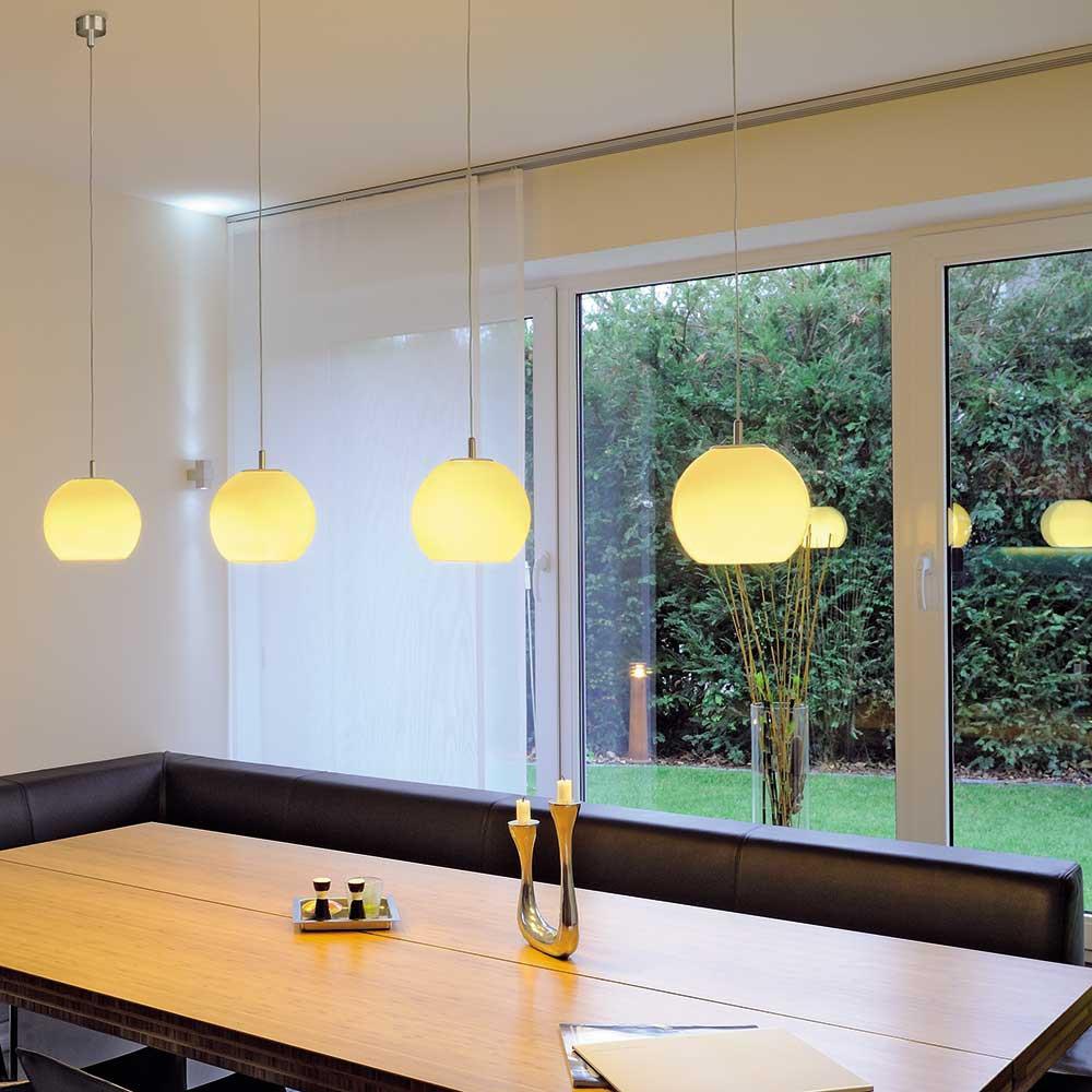 suspension boule en verre blanc un luminaire design pop art. Black Bedroom Furniture Sets. Home Design Ideas