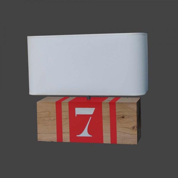 Lampe rouge en bois