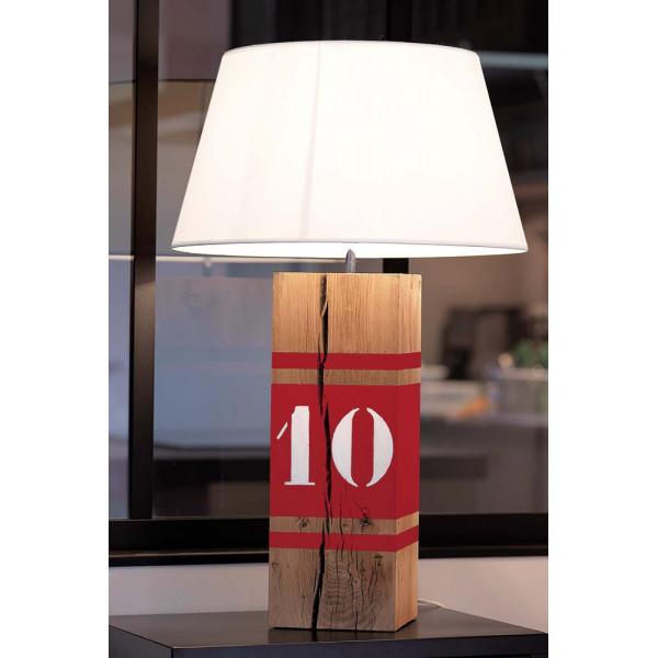 Lampe en bois rouge