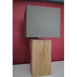 Lampe en bois abat-jour taupe