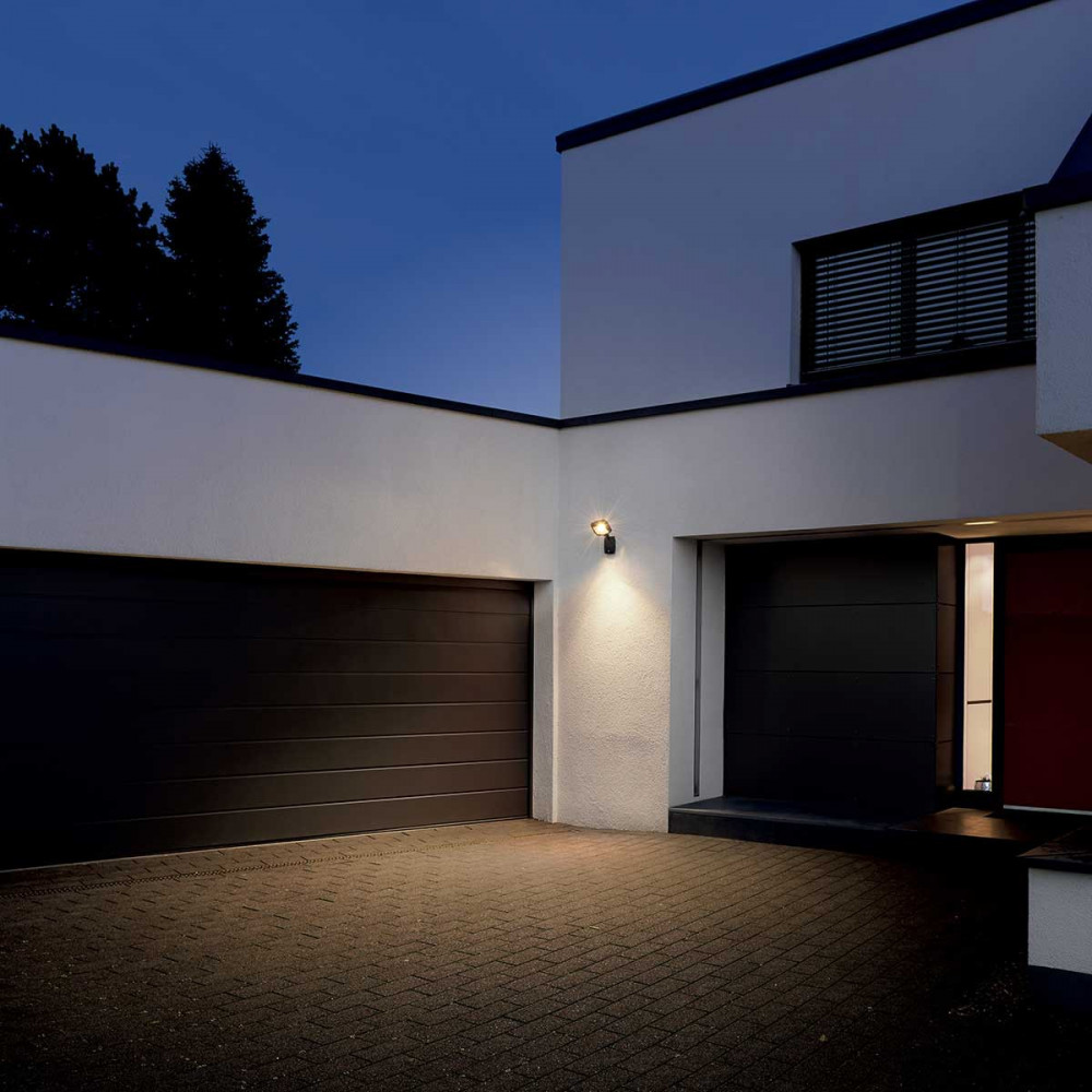 Projecteur design led gris fonc avec d tecteur de mouvement for Garage exterieur design